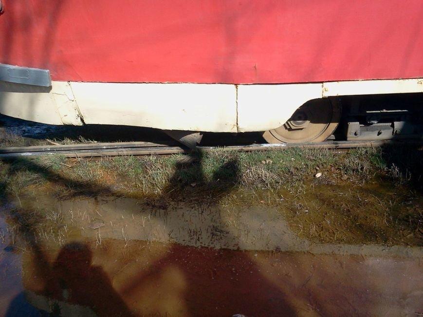 «Флешмоб» продолжается: еще один трамвай сошел с рельсов (ФОТО) (фото) - фото 2