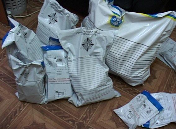 В Киеве водитель, перевозивший оружие и наркотики, устроил ДТП (ФОТО) (фото) - фото 2