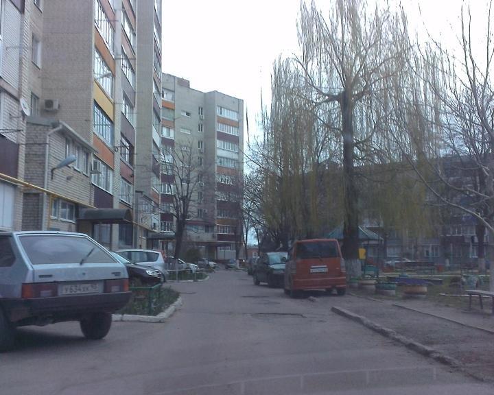 Перегруженность дворов Армавира припаркованными автомобилями становится проблемой экстренных служб (фото) - фото 1