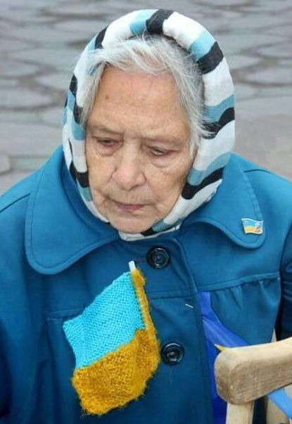 В Запорожье знаменитую бабушку - участницу Майдана наградят орденом (фото) - фото 1