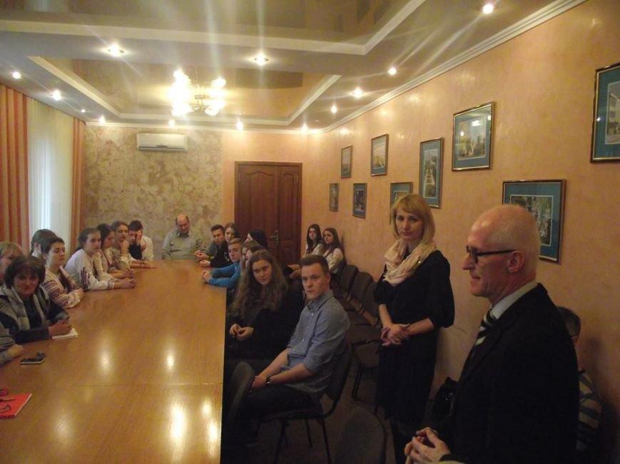 В рамках міжнародного обміну до Новограда-Волинського завітала учнівська делегація з Німеччини (фото) - фото 1