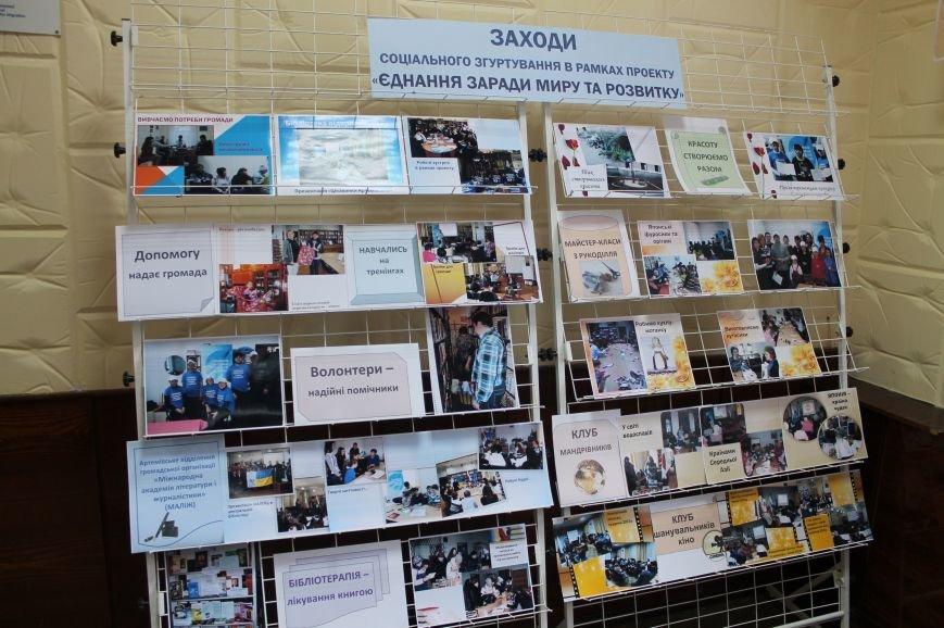 В Центральной городской библиотеке Бахмута обновили интерьер, фото-3