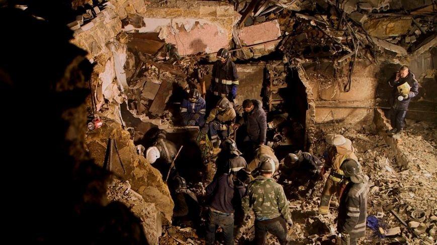 Ночью на руинах взорвавшегося дома нашли тело мальчика (фото) - фото 1