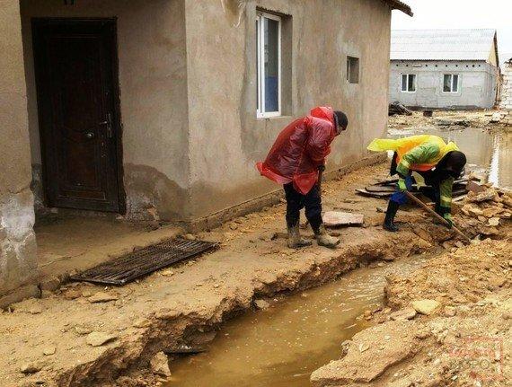 Мангистаусцы, чьи дома затопило, укроются в стенах школы(ФОТО), фото-2