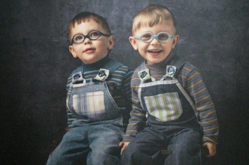В Белгороде открылась посвящённая детям с аутизмом фотовыставка «Иллюминатор» (фото) - фото 4