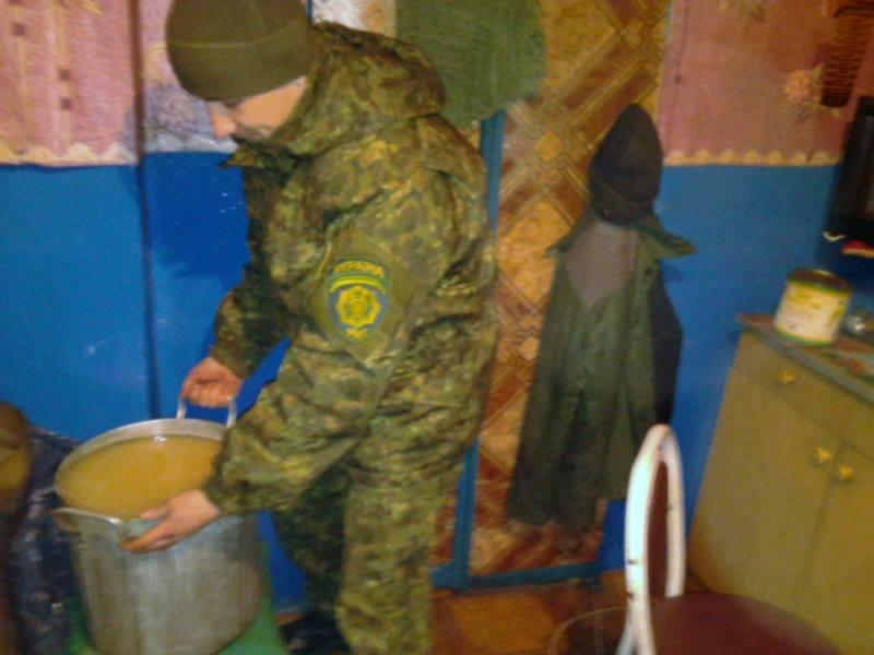 В Красноармейске правоохранители выявили 70-летнюю самогонщицу (фото) - фото 3