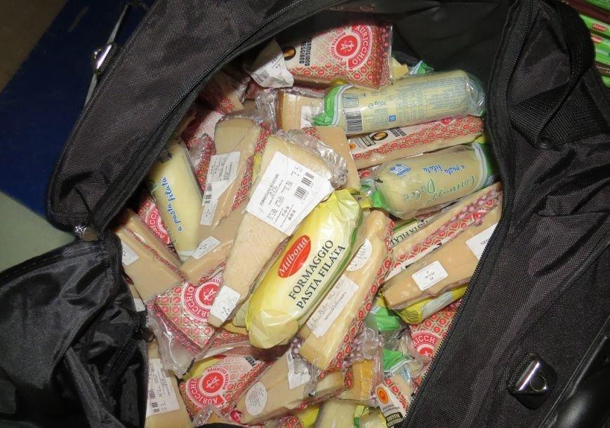 В Крыму сожгли 30 кг французских и итальянских сыров, которые привезли на полуостров под видом украинских (ФОТО), фото-1