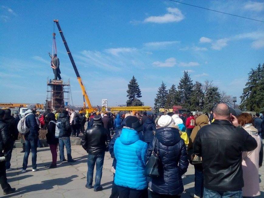 В Запорожье демонтируют самого большого Ленина в Украине: онлайн-трансляция (обновляется), фото-119