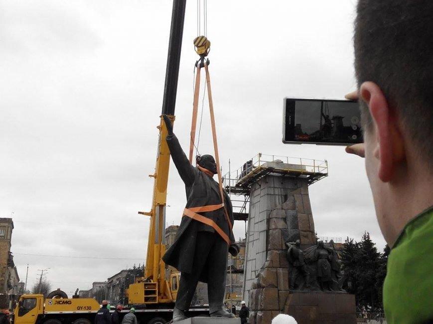 В Запорожье демонтируют самого большого Ленина в Украине: онлайн-трансляция (обновляется), фото-20