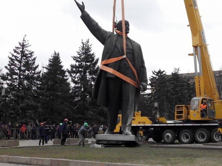 В Запорожье демонтируют самого большого Ленина в Украине: онлайн-трансляция (обновляется), фото-22