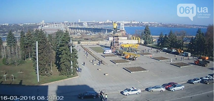 В Запорожье демонтируют самого большого Ленина в Украине, - онлайн-трансляция (обновляется) (фото) - фото 9