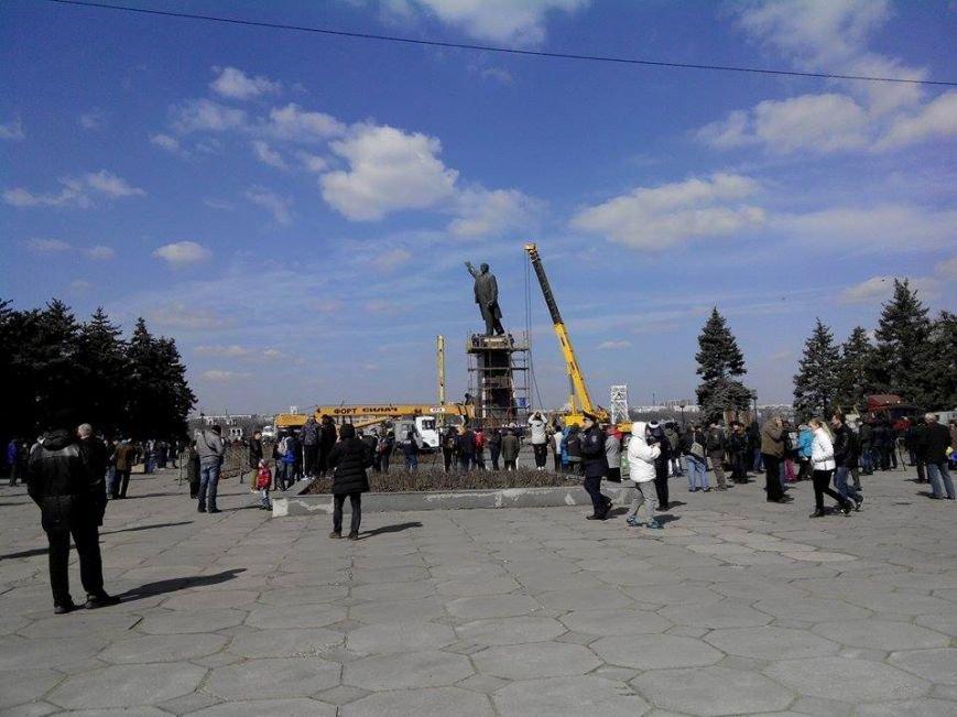 В Запорожье демонтируют самого большого Ленина в Украине: онлайн-трансляция (обновляется), фото-133