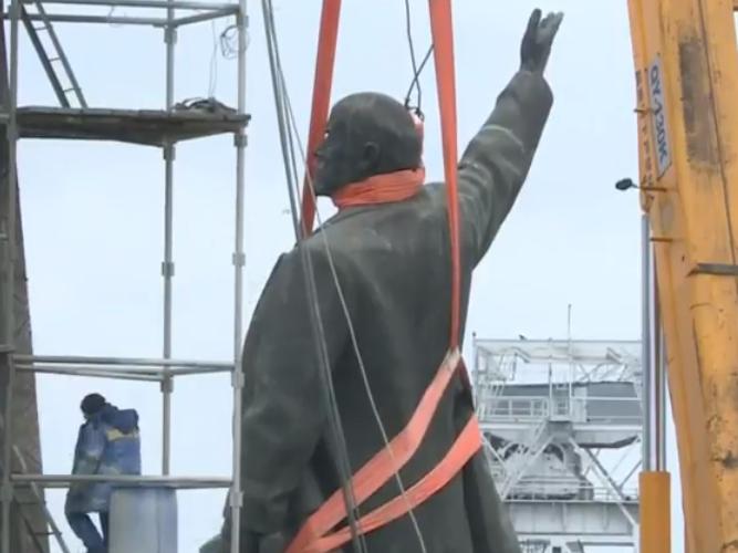 В Запорожье демонтируют самого большого Ленина в Украине: онлайн-трансляция (обновляется), фото-24