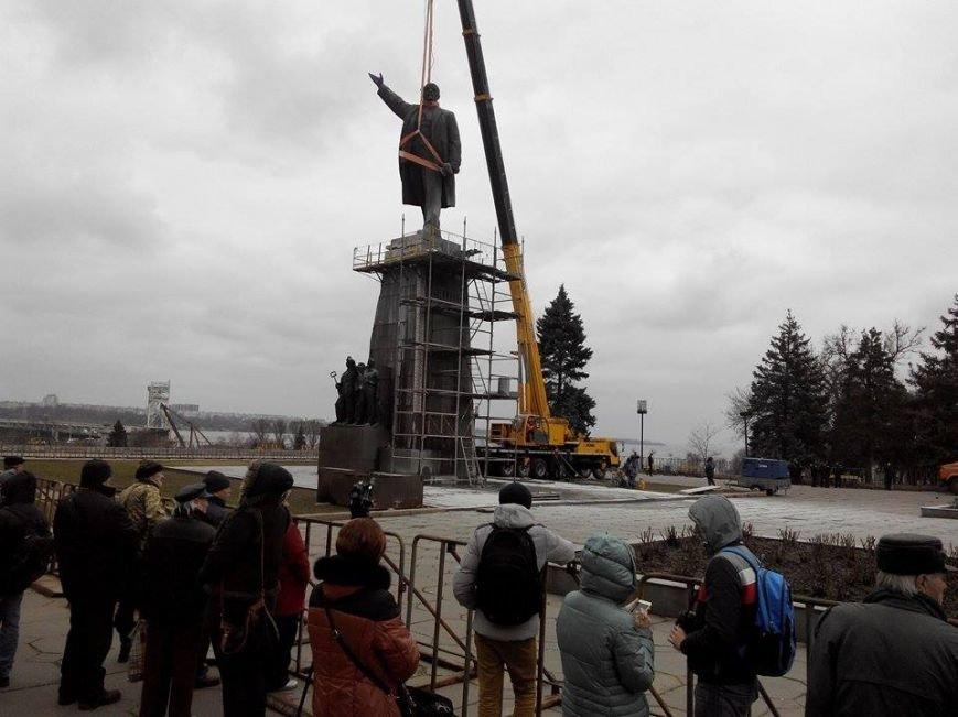 В Запорожье демонтируют самого большого Ленина в Украине: онлайн-трансляция (обновляется), фото-27