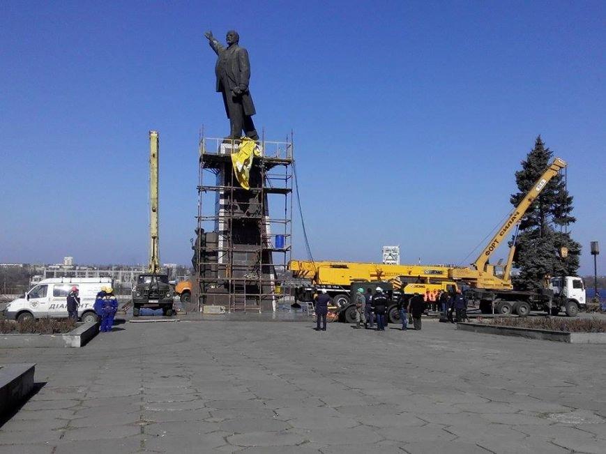 В Запорожье демонтируют самого большого Ленина в Украине: онлайн-трансляция (обновляется), фото-139