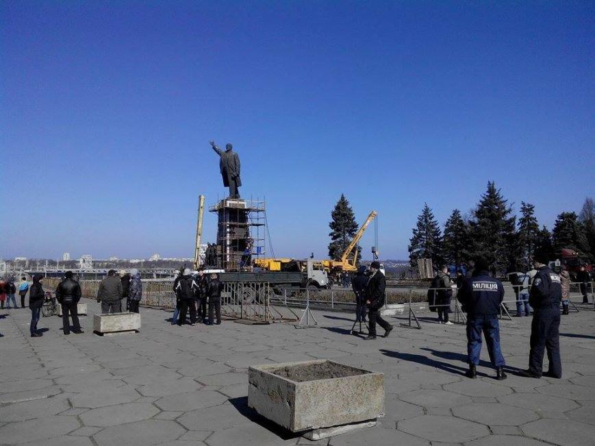 В Запорожье демонтируют самого большого Ленина в Украине: онлайн-трансляция (обновляется), фото-141