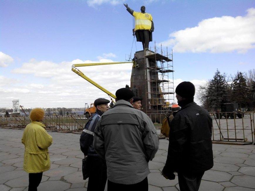 В Запорожье демонтируют самого большого Ленина в Украине: онлайн-трансляция (обновляется), фото-140