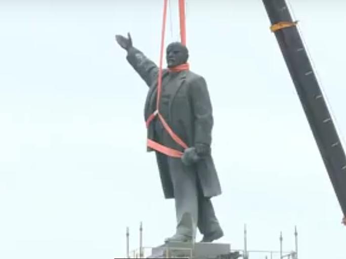В Запорожье демонтируют самого большого Ленина в Украине: онлайн-трансляция (обновляется), фото-62