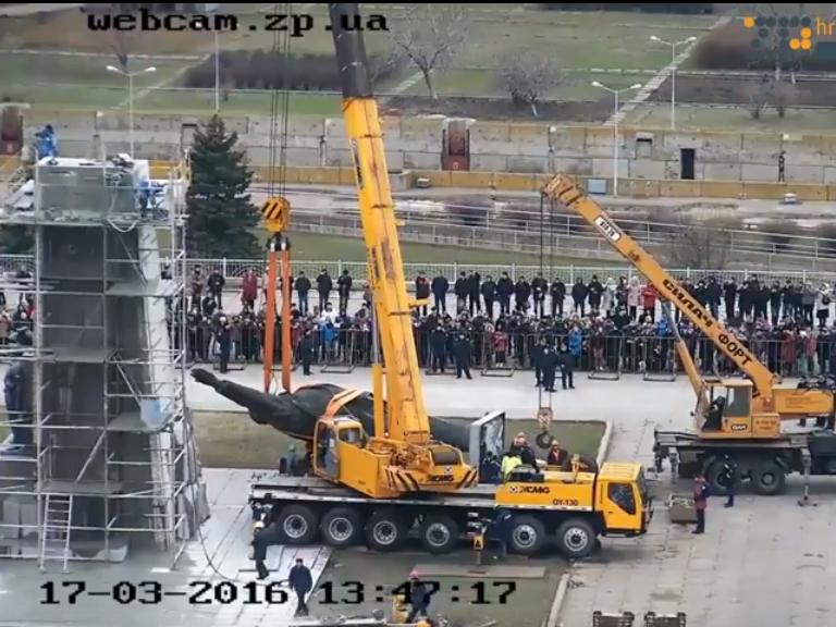 В Запорожье демонтируют самого большого Ленина в Украине: онлайн-трансляция (обновляется), фото-15