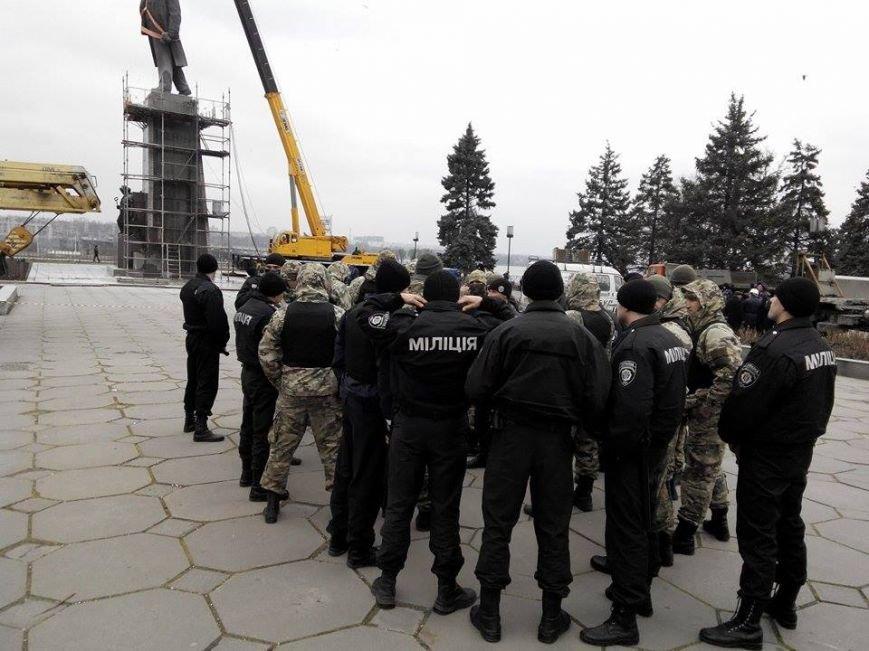 В Запорожье демонтируют самого большого Ленина в Украине: онлайн-трансляция (обновляется), фото-49