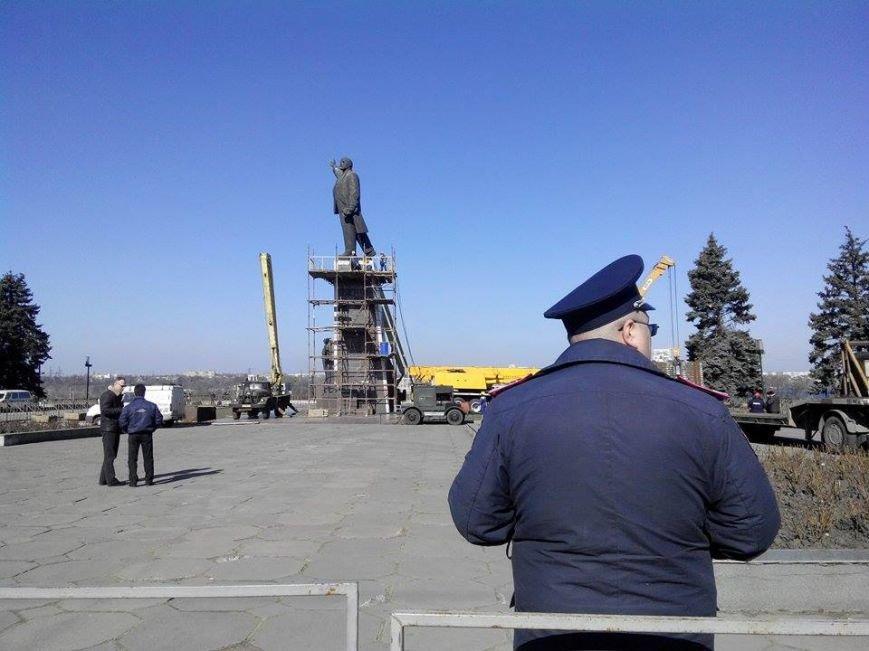В Запорожье демонтируют самого большого Ленина в Украине: онлайн-трансляция (обновляется), фото-143