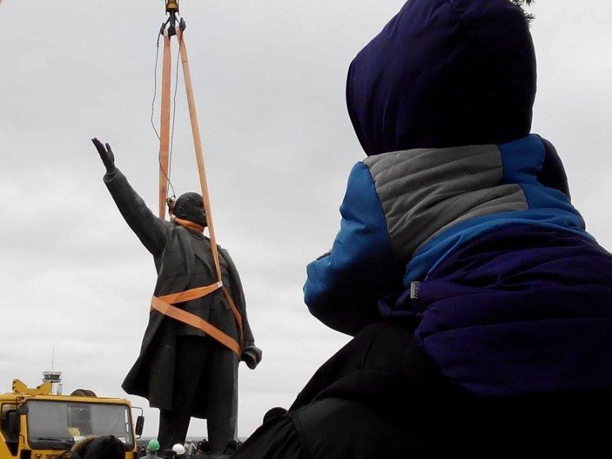 В Запорожье демонтируют самого большого Ленина в Украине: онлайн-трансляция (обновляется), фото-18