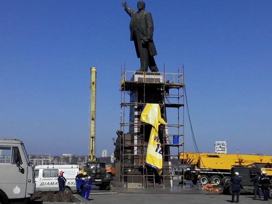 В Запорожье демонтируют самого большого Ленина в Украине: онлайн-трансляция (обновляется), фото-145