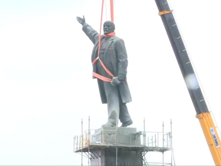 В Запорожье демонтируют самого большого Ленина в Украине: онлайн-трансляция (обновляется), фото-38
