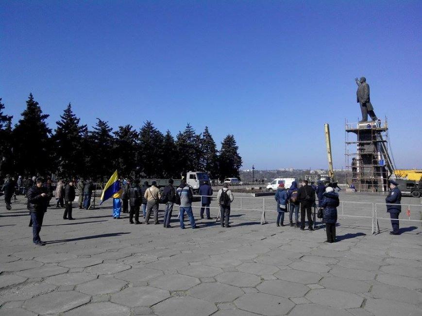 В Запорожье демонтируют самого большого Ленина в Украине: онлайн-трансляция (обновляется), фото-144