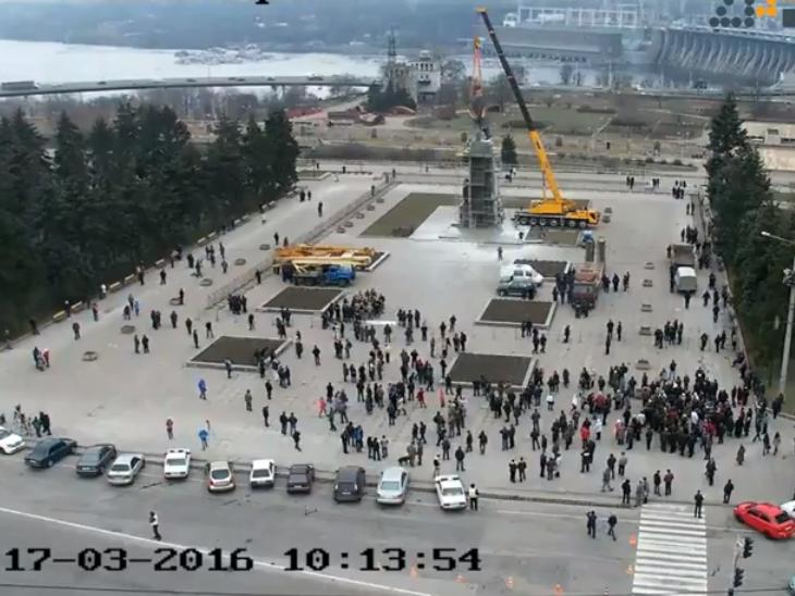 В Запорожье демонтируют самого большого Ленина в Украине: онлайн-трансляция (обновляется), фото-47