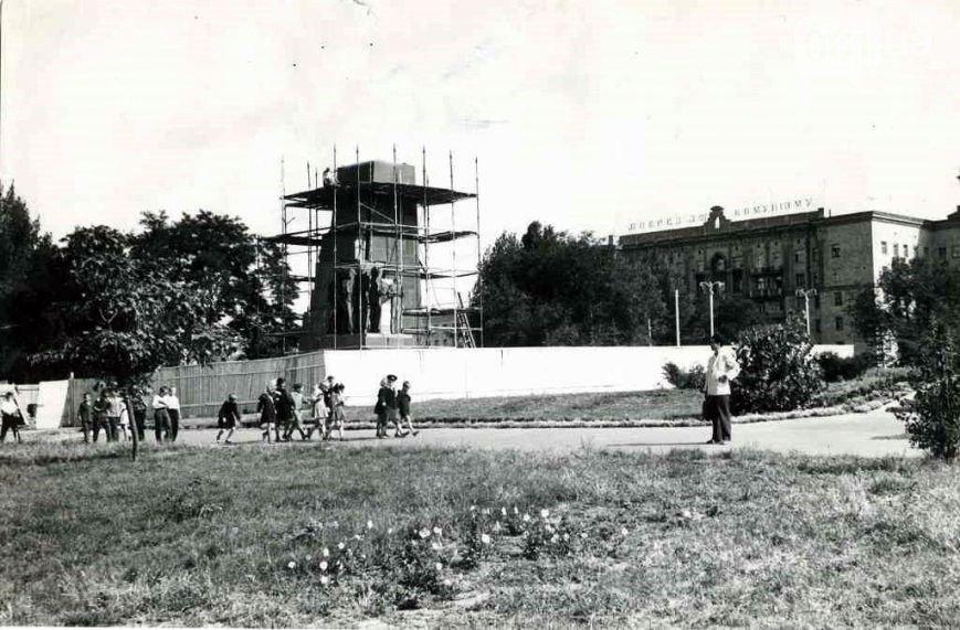 В Запорожье демонтируют самого большого Ленина в Украине: онлайн-трансляция (обновляется) (фото) - фото 1