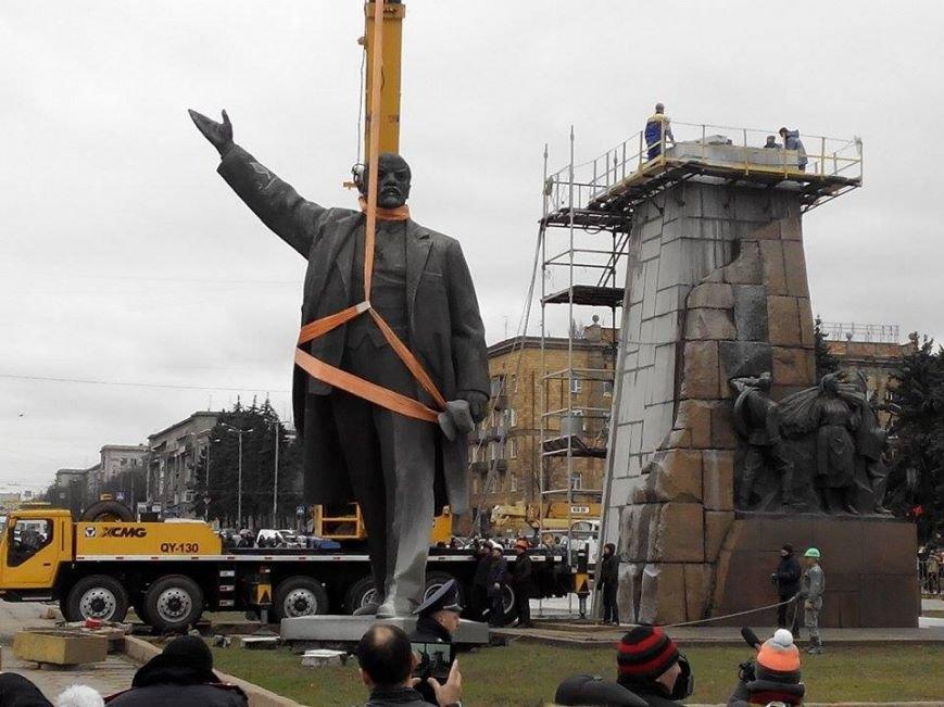 В Запорожье демонтируют самого большого Ленина в Украине: онлайн-трансляция (обновляется), фото-21