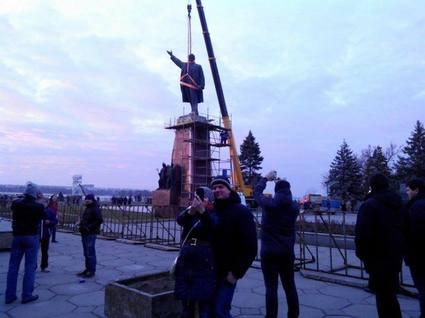 В Запорожье демонтируют самого большого Ленина в Украине: онлайн-трансляция (обновляется), фото-106