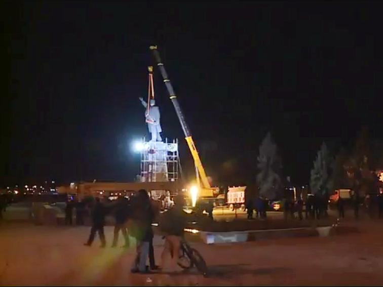 В Запорожье демонтируют самого большого Ленина в Украине: онлайн-трансляция (обновляется), фото-77