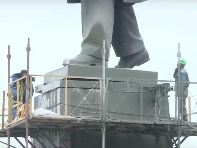 В Запорожье демонтируют самого большого Ленина в Украине: онлайн-трансляция (обновляется), фото-28