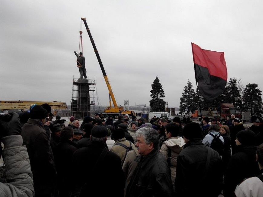 В Запорожье демонтируют самого большого Ленина в Украине: онлайн-трансляция (обновляется), фото-54