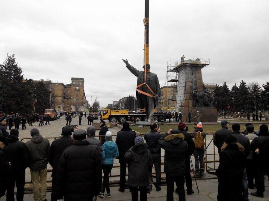 В Запорожье демонтируют самого большого Ленина в Украине: онлайн-трансляция (обновляется), фото-19