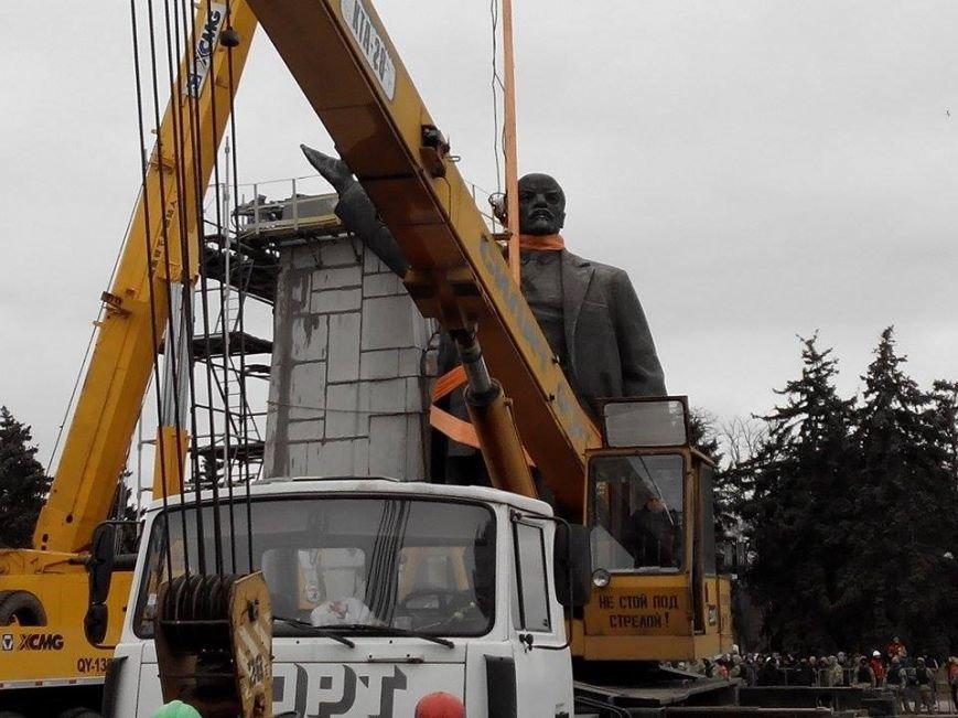 В Запорожье демонтируют самого большого Ленина в Украине: онлайн-трансляция (обновляется), фото-17