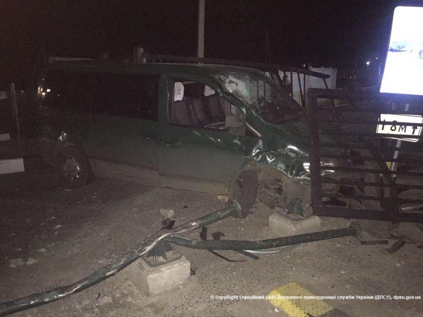 """c16d3fcbd44a939305de4187926f6bde Появилось видео смертельной аварии, как пьяный водитель таранил пункт пропуска """"Кучурган"""""""