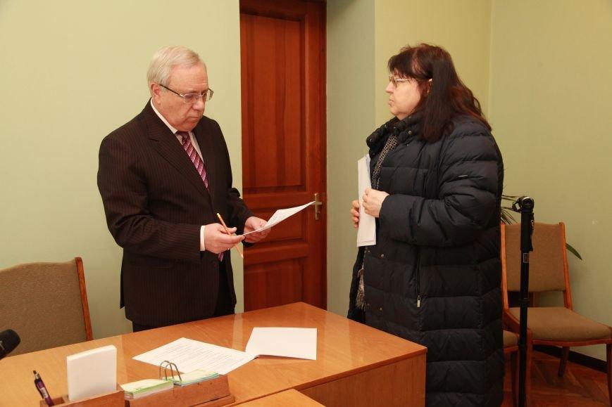 Криворожане пришли на прием к мэру Ю.Вилкулу, чтобы высказать ему слова поддержки, фото-1