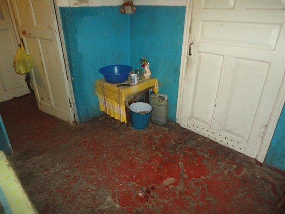 На Днепропетровщине мужчина убил отца и пырнул ножом мать на глазах у ребенка (ФОТО) (фото) - фото 1