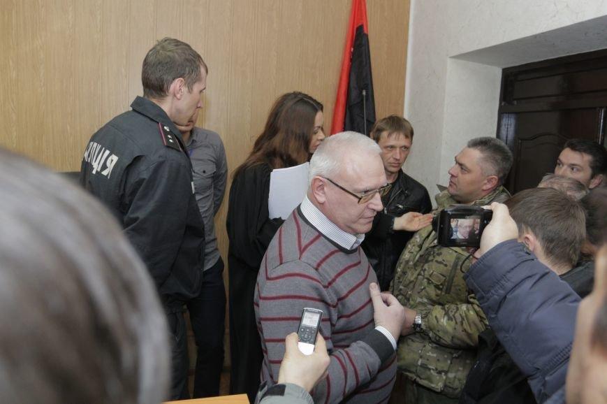 В Бахмуте суд оставил подозреваемого в участии в преступной группе под стражей, фото-2