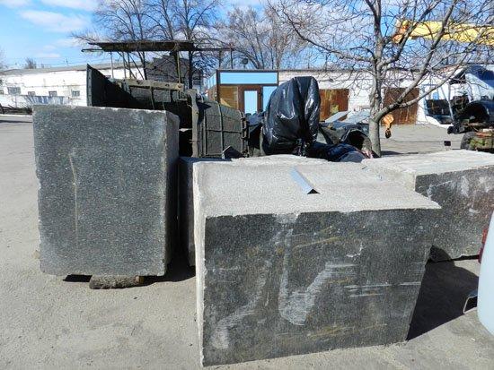 Днепропетровские журналисты проверили, цел ли свергнутый памятник Петровскому (ФОТО) (фото) - фото 1