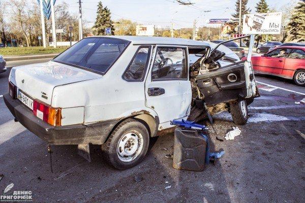 В центре Донецка после столкновения перевернулся джип Красного Креста (ФОТО, ВИДЕО), фото-4