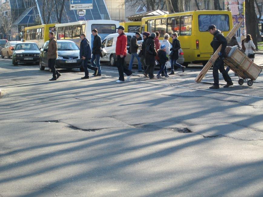 11bc564d258c5dd6548ca25e63bdc8d7 На дорогах в центре Одессы водители убивают машины