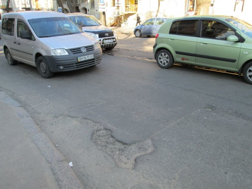 9dc3bbe3ea313710973d0674b68132ec На дорогах в центре Одессы водители убивают машины