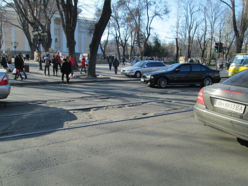 91277d2cc70325ebf6bb6d04160b5096 На дорогах в центре Одессы водители убивают машины
