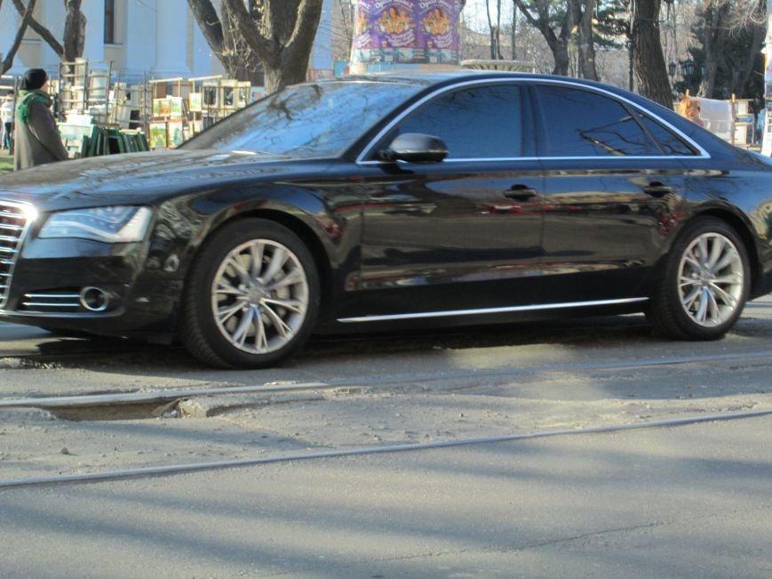9dd6f7bf16a6bffa88fb42b9c716d32b На дорогах в центре Одессы водители убивают машины