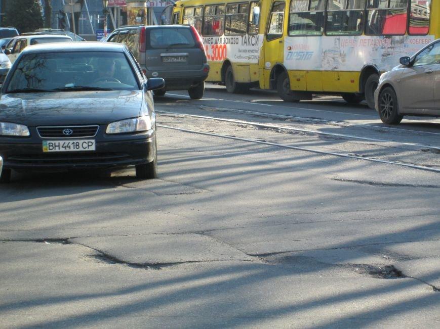 b13988eb7be7708985c113a28c9a2c84 На дорогах в центре Одессы водители убивают машины