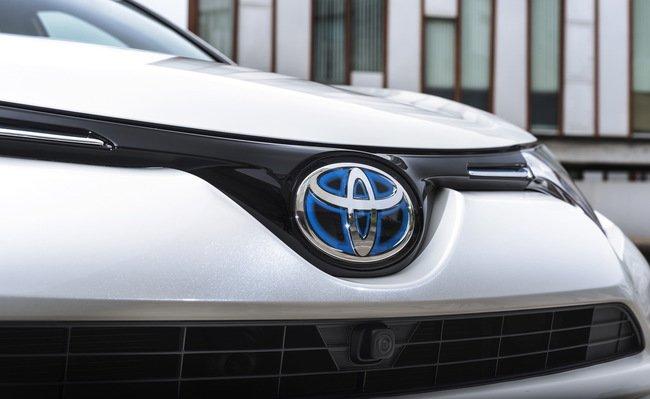 Тест-драйв Toyota RAV4 Hybrid: майбутнє не за горами Тест-драйв (фото) - фото 8